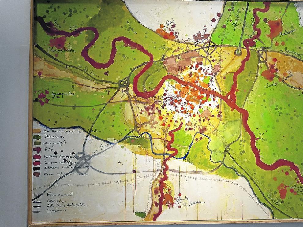 Ayerbe exhibe 74 obras relacionadas con el universo cartográfico, la vegetación, el agua y la atmósfera.