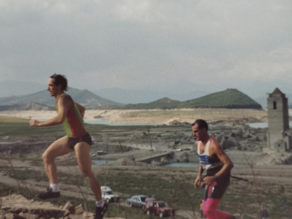 Dos de los participantes, durante la prueba de hace treinta años.