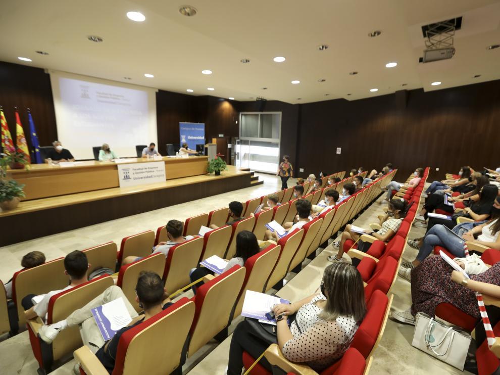 Imagen durante la jornada de bienvenida en la Facultad de Empresa y Gestión Pública de Huesca