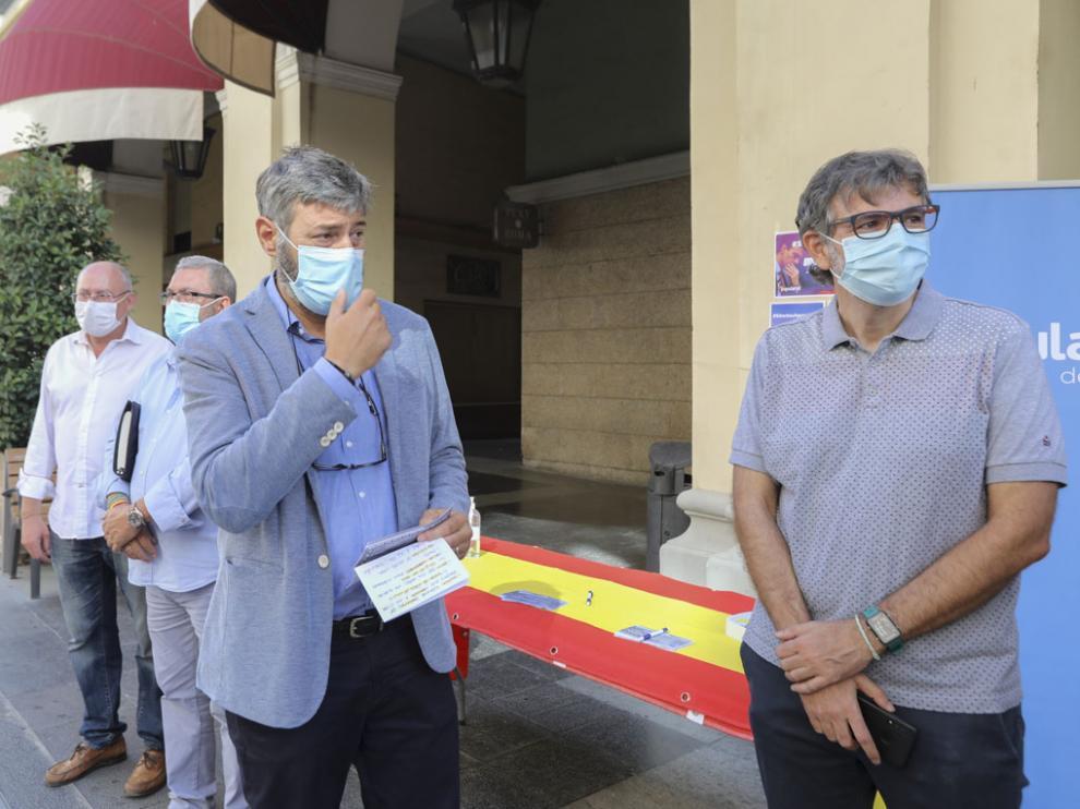 Gerardo Oliván presentó en los Porches de Galicia las líneas de la campaña.