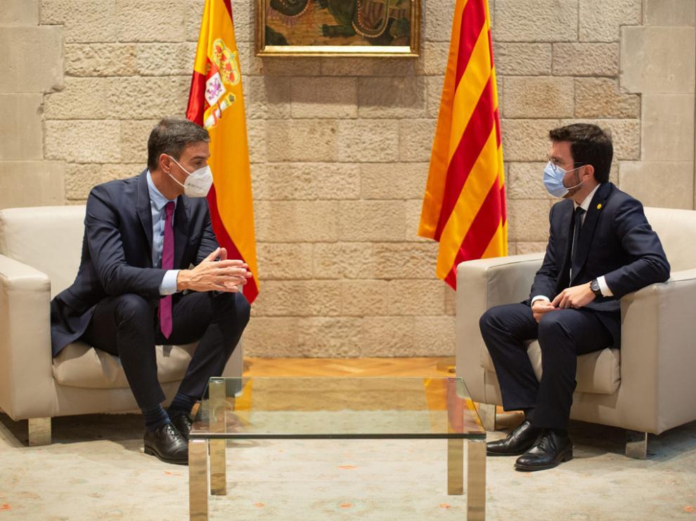 Pedro Sánchez y Pere Aragonès durante la reunión.