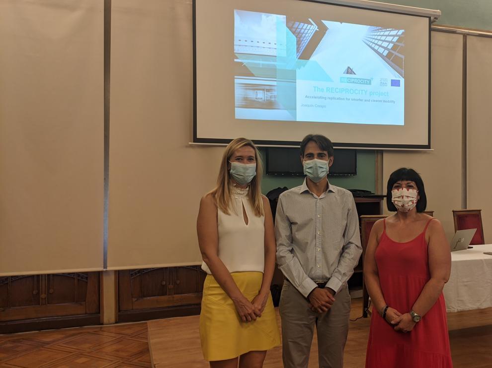 Cristina de la Hera, Joaquín Crespo y Ana Loriente en el Círculo Oscense