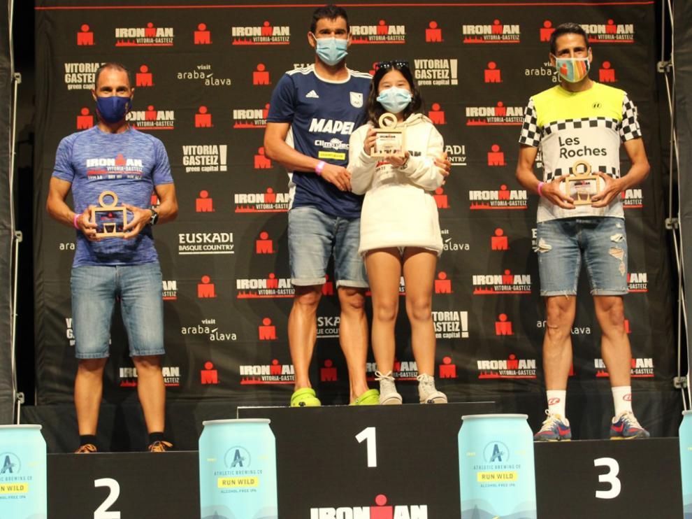 Jorge Abel, en el podio del Ironman de Vitoria.