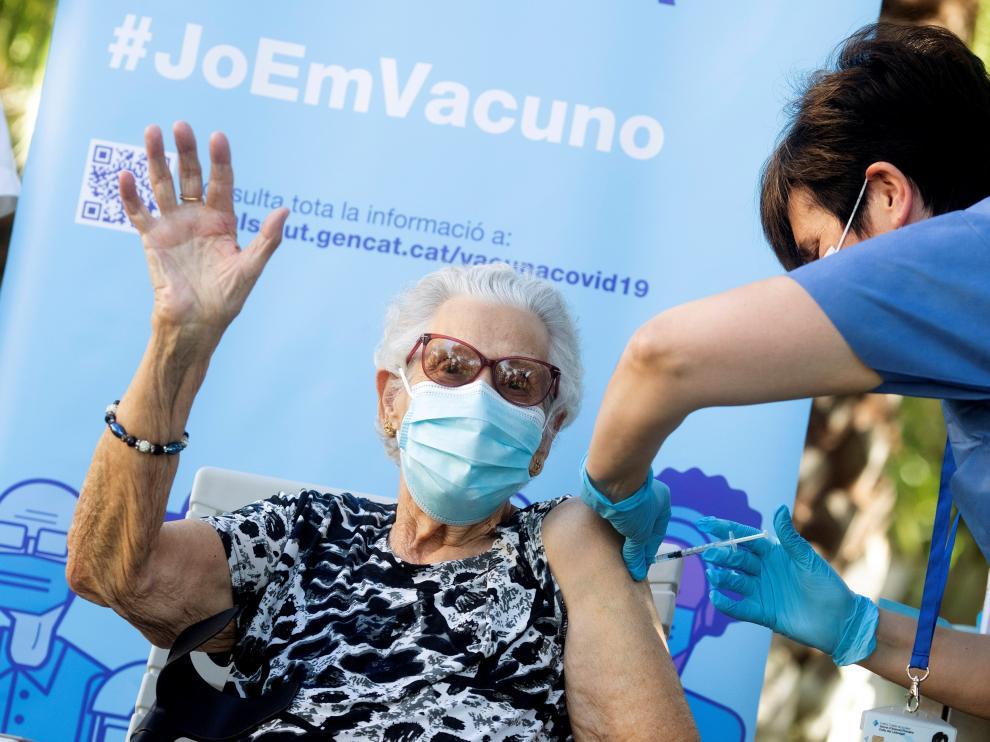 La señora Josefa Pérez recibía la tercera dosis de la vacuna de la covid-19.