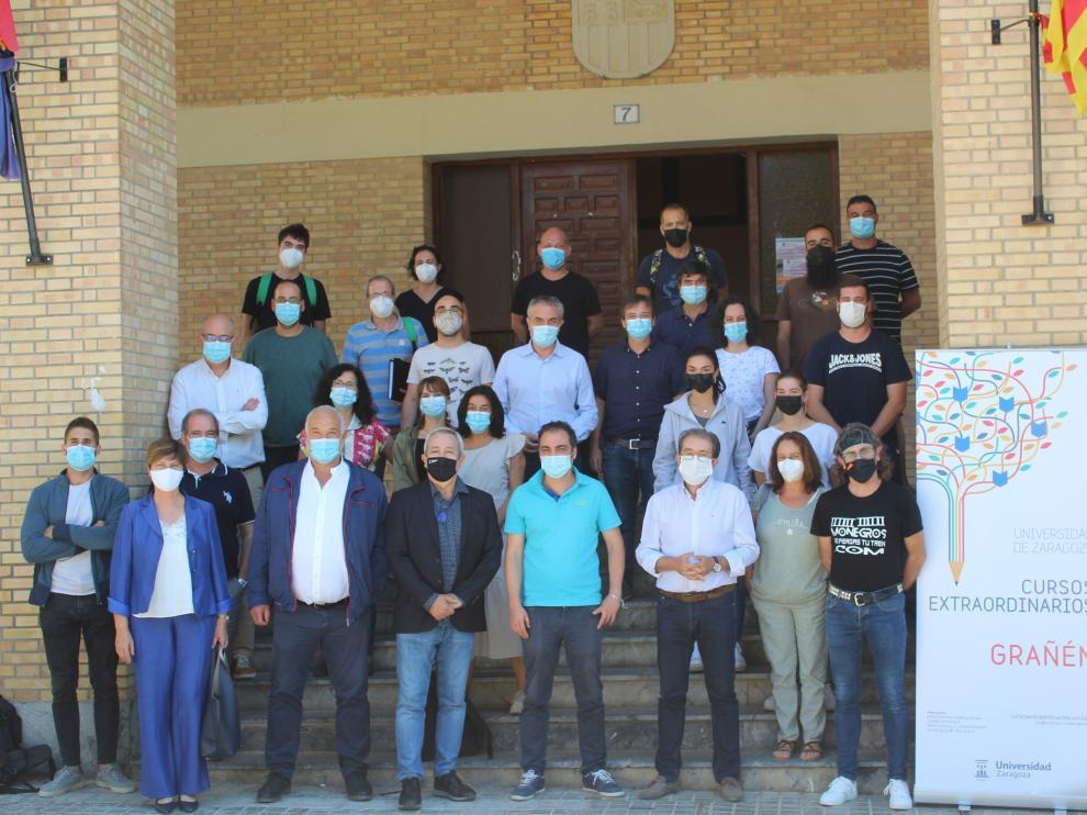 Autoridades, profesores y el alumnado del curso se fotografiaron este viernes en el cierre de la edición de este año.