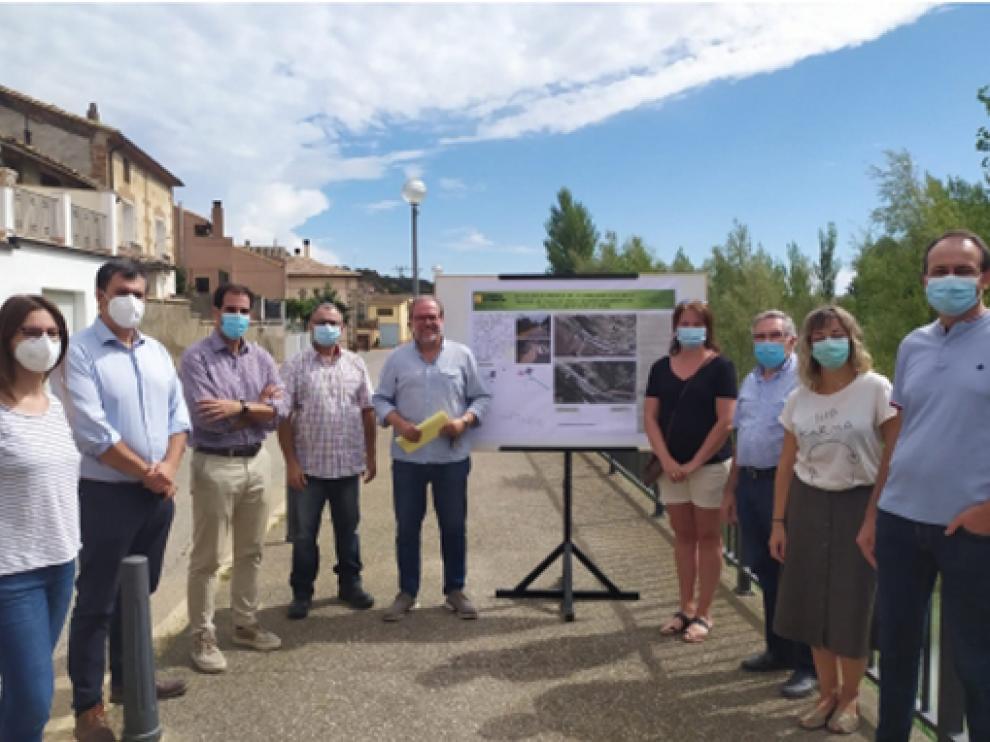Autoridades en la inauguración de la travesía de Pozán de Vero