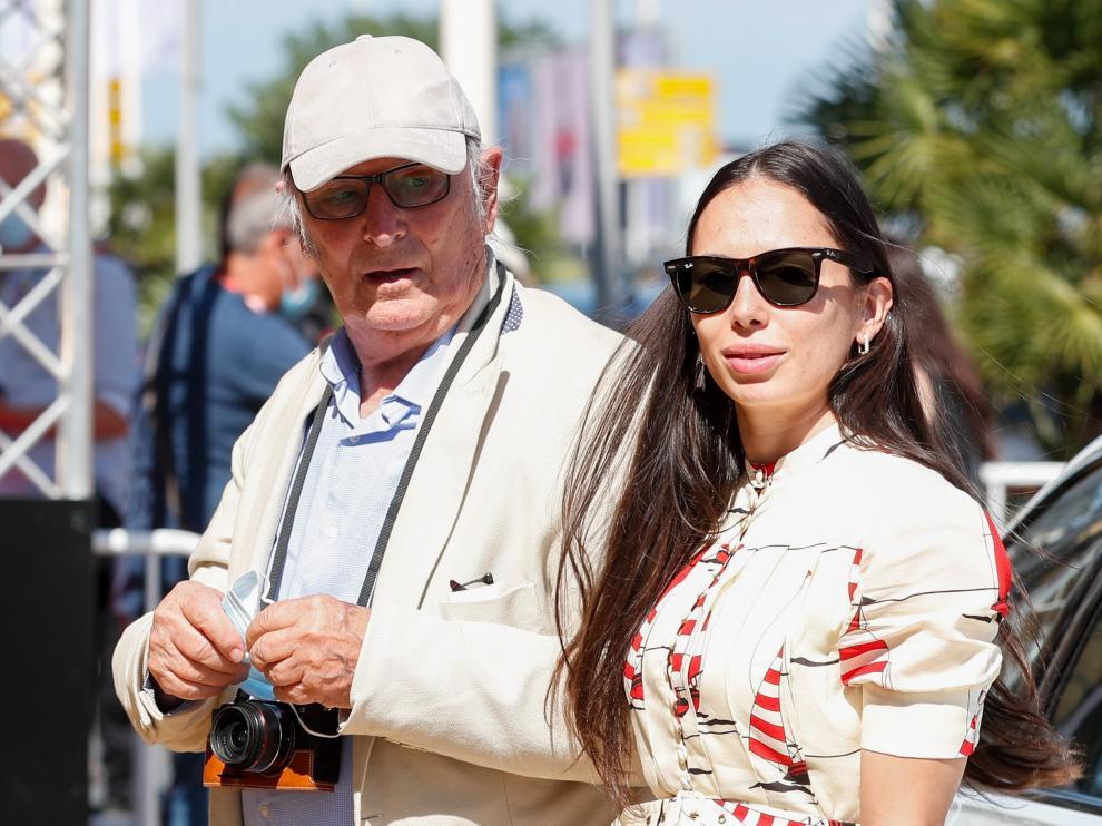 Carlos Saura, junto a su hija Anna, a su llegada al festival de San Sebastián.