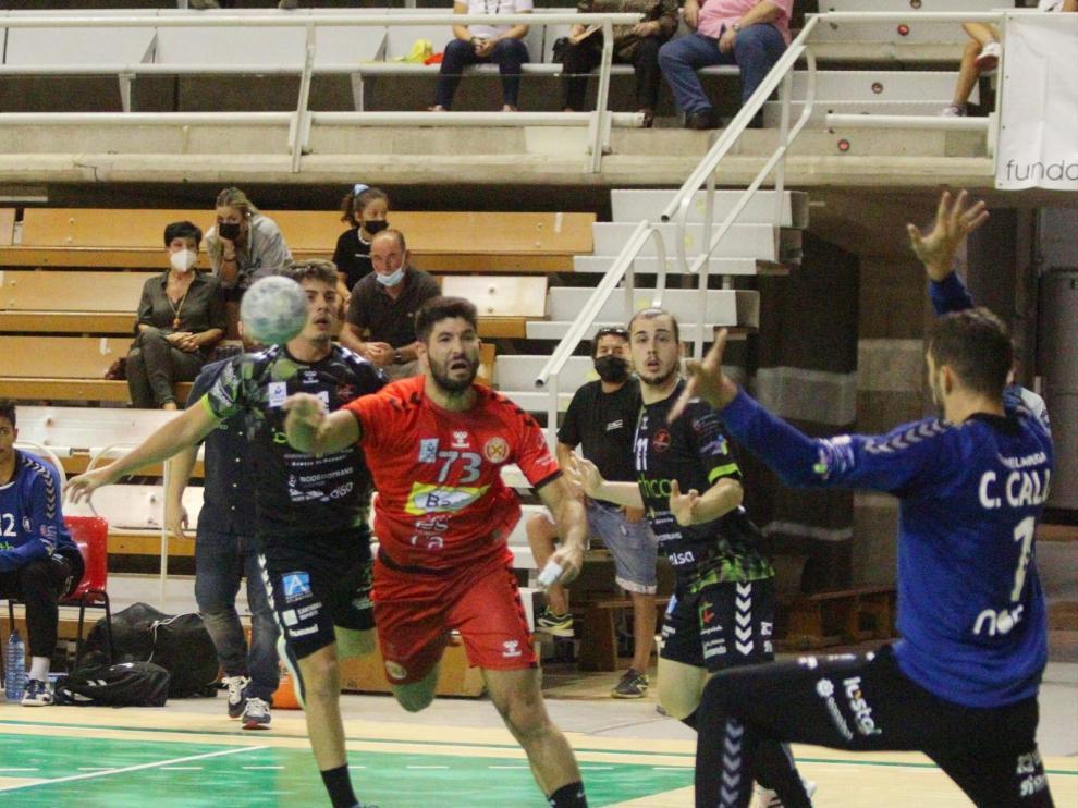 Joao Pinto lanza desde 6 metros.