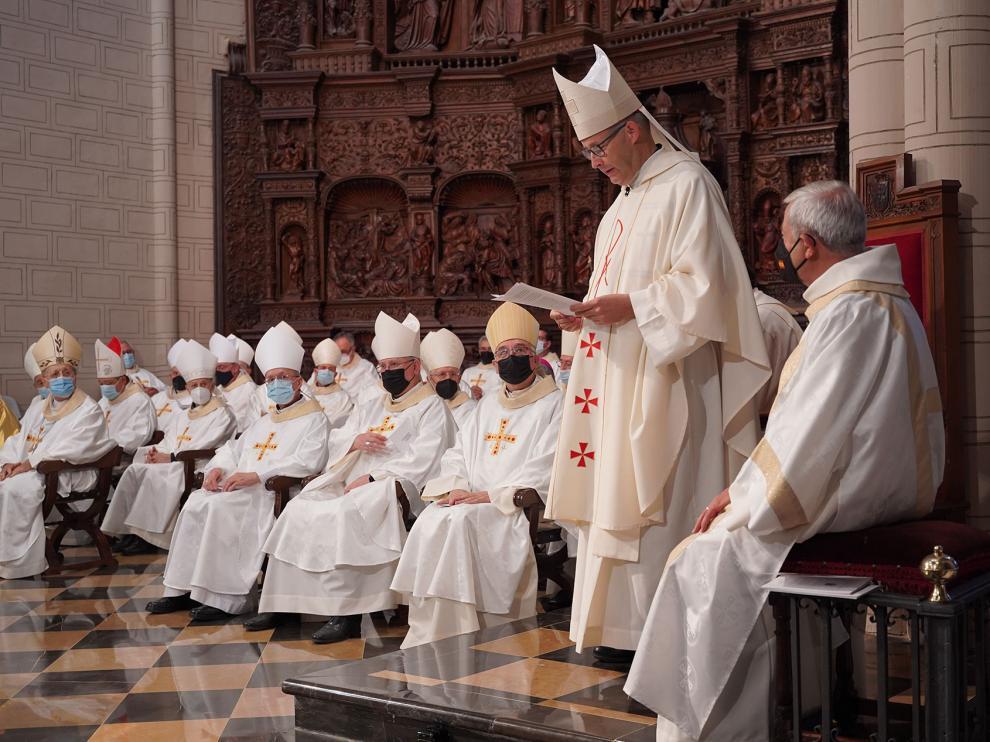 José Antonio Satué pronuncia unas palabras durante la ceremonia de ordenación.
