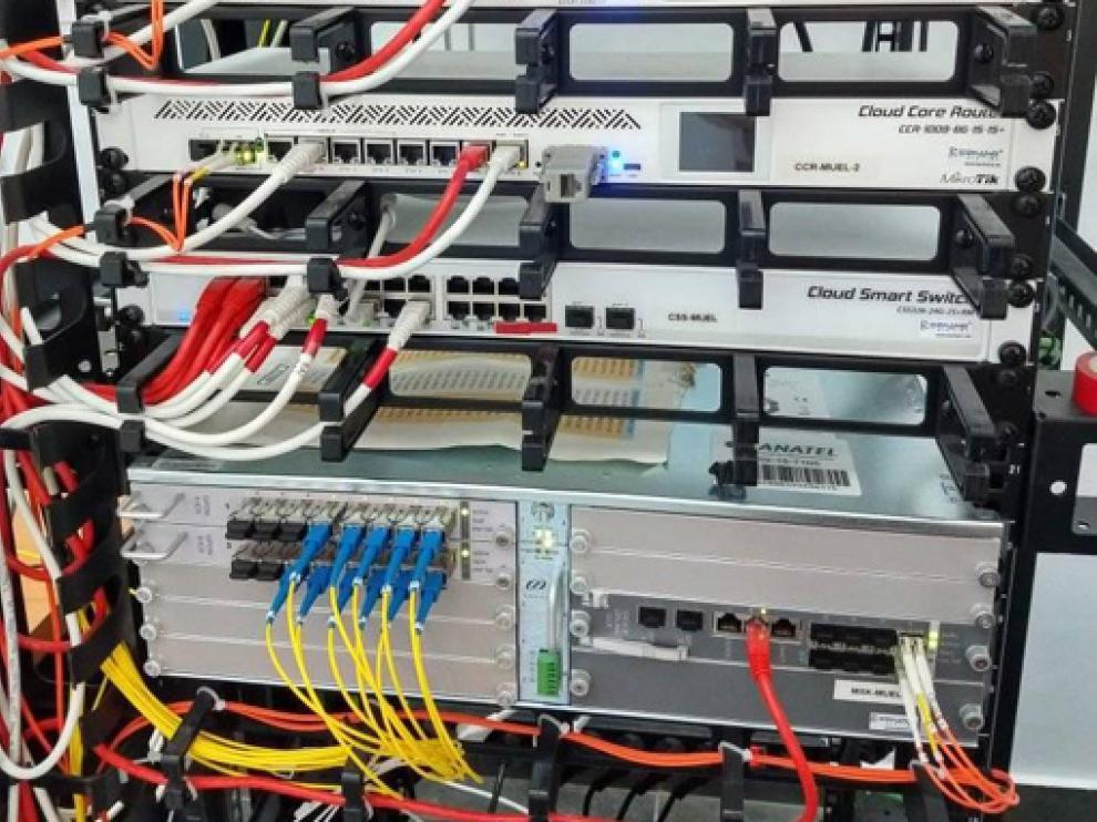 Tres jóvenes ingenieros han llevado la fibra óptica a pequeños municipios aragoneses que carecían de conexión