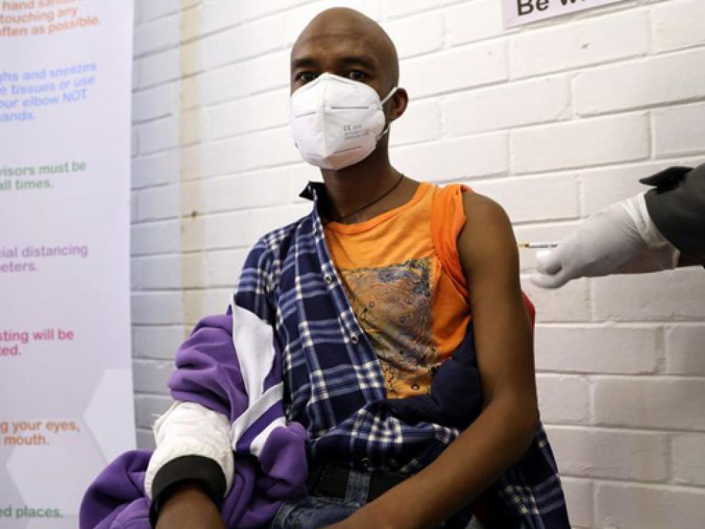 Apenas el 5,8 % de la población de África ha recibido la primera dosis