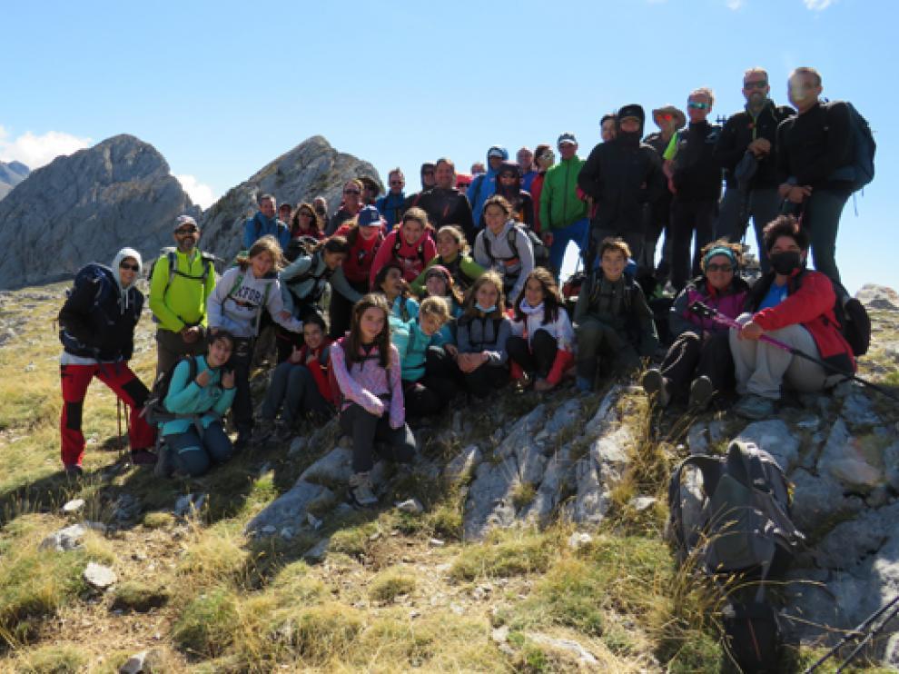 El grupo participante posa en El Forato, de 2.150 metros.