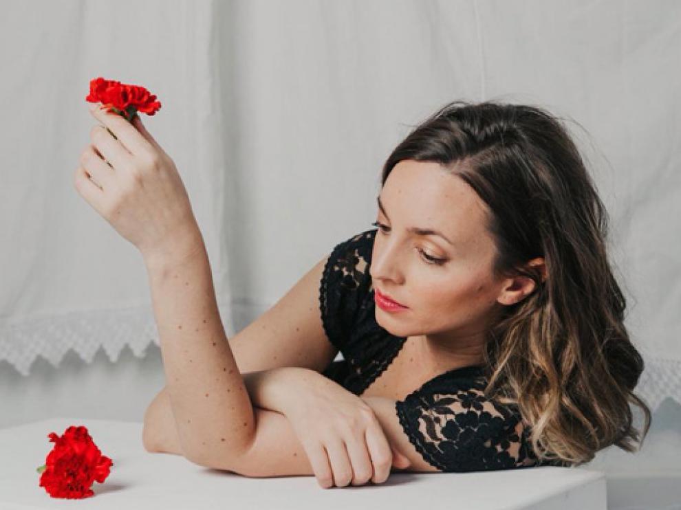Carola Ortiz presenta esta noche su último disco, 'Pecata beata'.