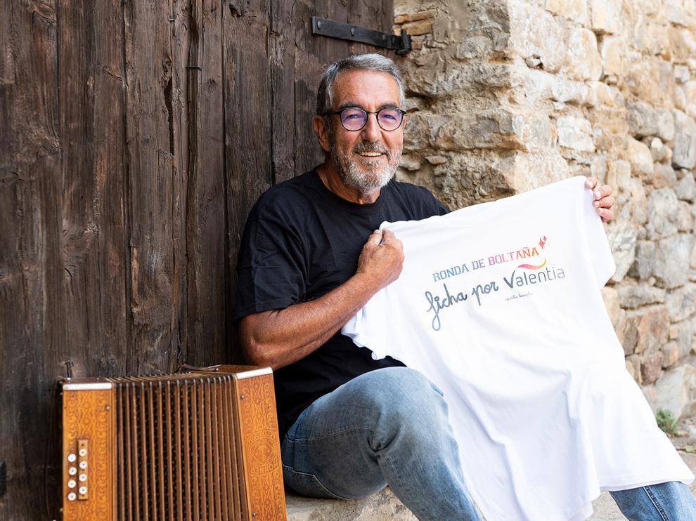 Ignacio Pardinilla, miembro de La Ronda de Boltaña, promocionando la campaña.