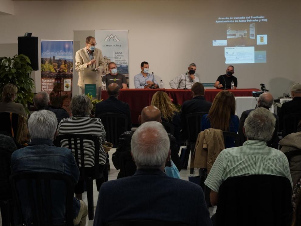 José Luis Bergua, Jorge Ruiz, Rafael Bergua, Ángel Chéliz y Juan Antonio Gil, este jueves en Aínsa.