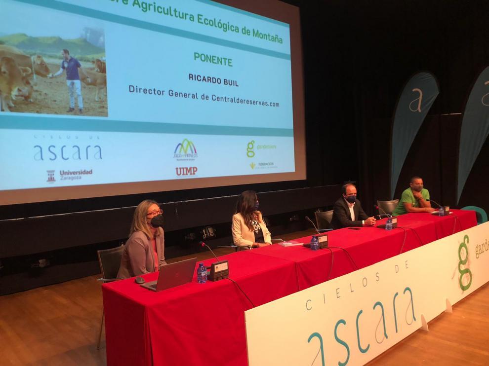 Mesa sobre ganadería ecológica celebrada ayer, primer día de las jornadas.