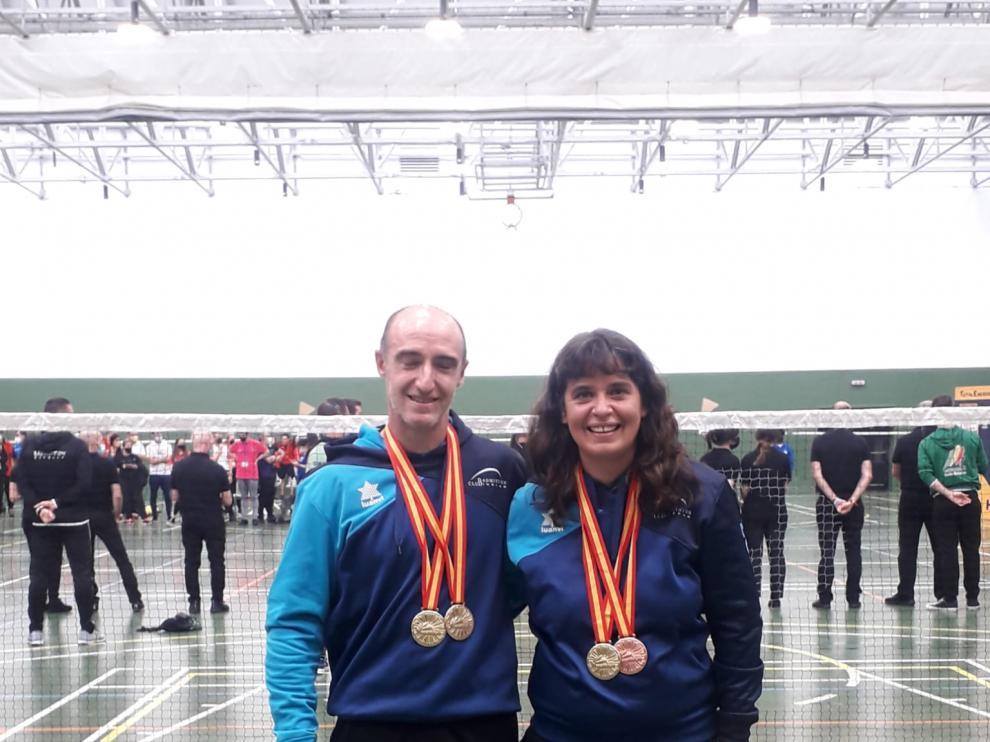Eduardo Marco y Belén Foj, con las medallas conseguidas en Vitoria.