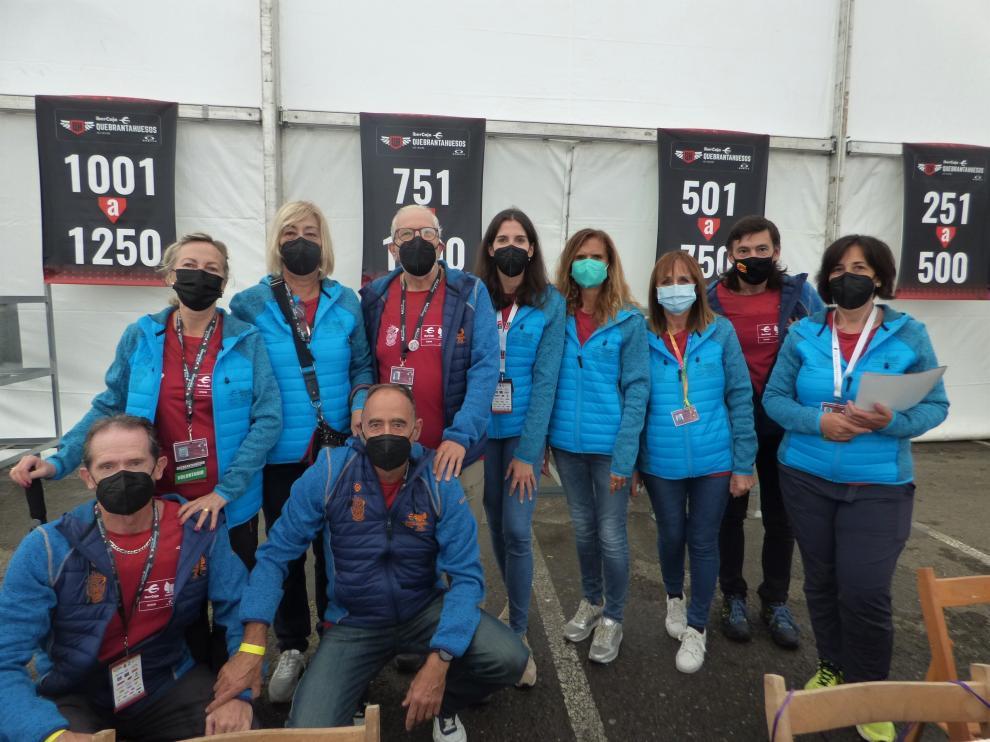 Voluntarios de la Quebrantahuesos y Treparriscos.