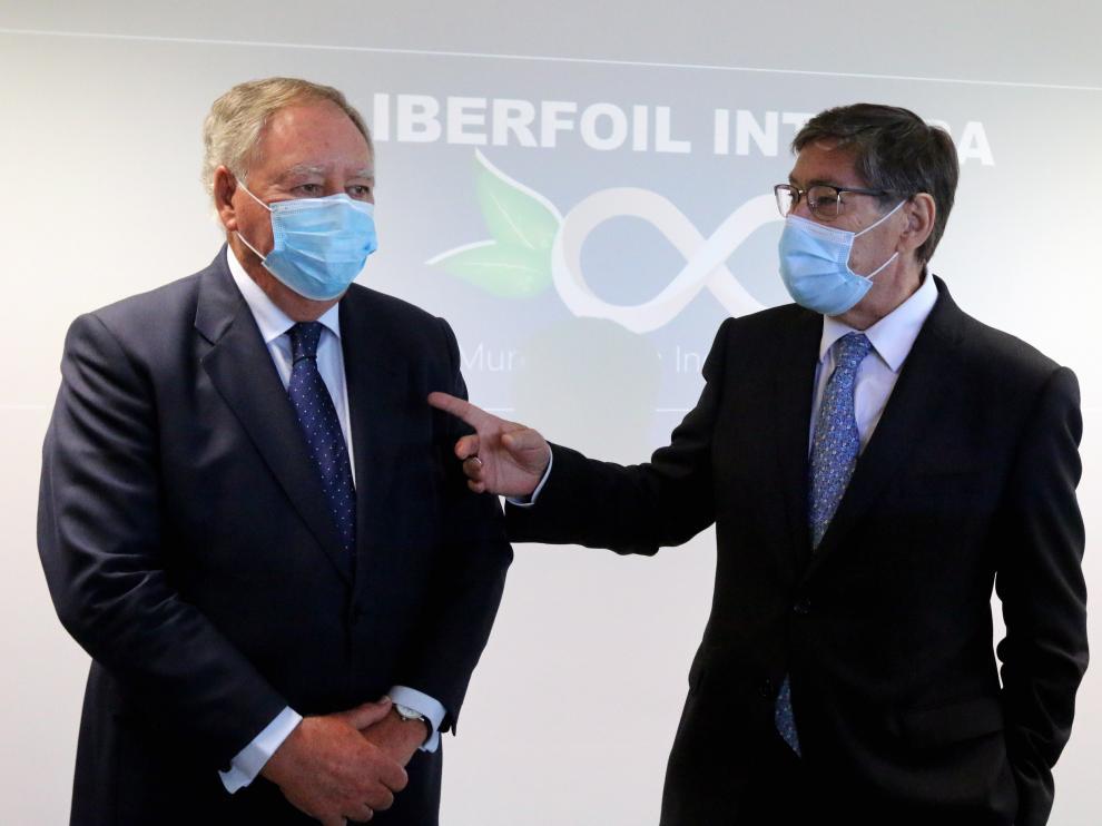 Arturo Aliaga a su llegada a la presentación del nuevo proyecto de Iberfoil en Sabiñánigo.