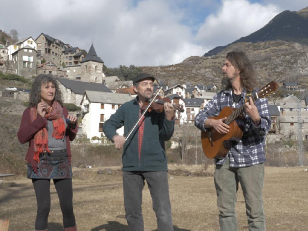 El documental de Juan Carlos Somolinos reúne a un centenar de músicos en SobrarbeSon.
