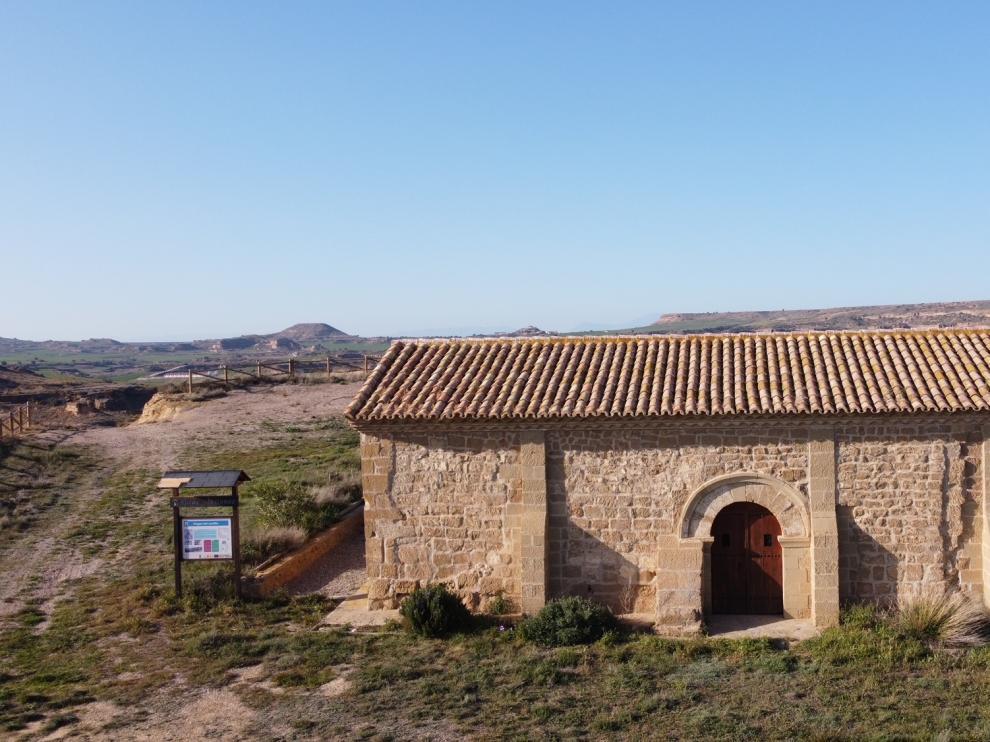 Aspecto de la ermita de Nuestra Señora de la Virgen del Castillo, en Alberuela de Tubo.