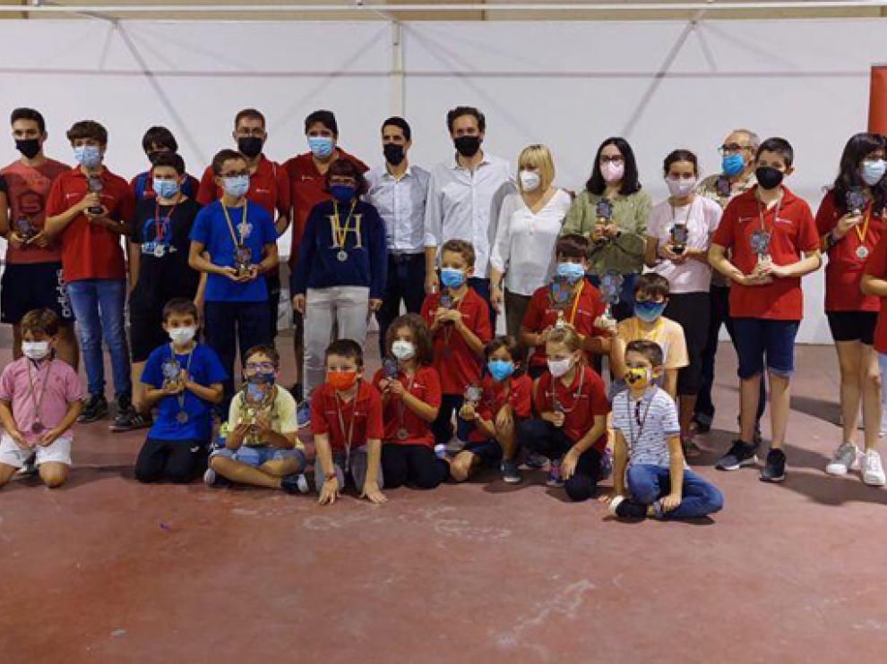 Foto de premiados al final del torneo.