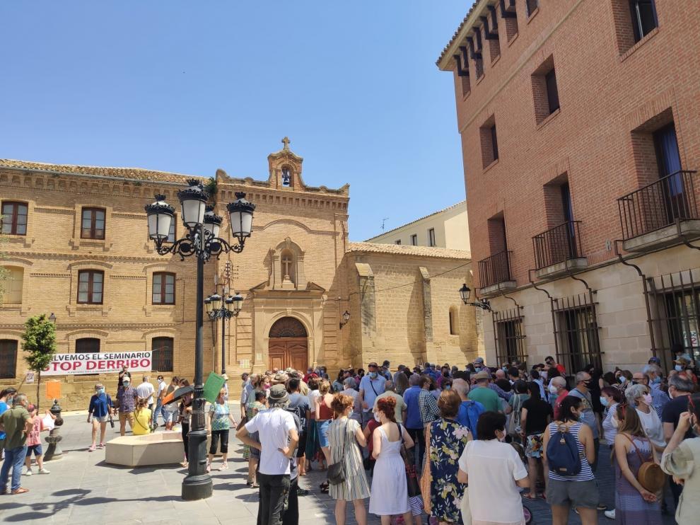 Imagen de la concentración en contra del derribo del Seminario de Huesca