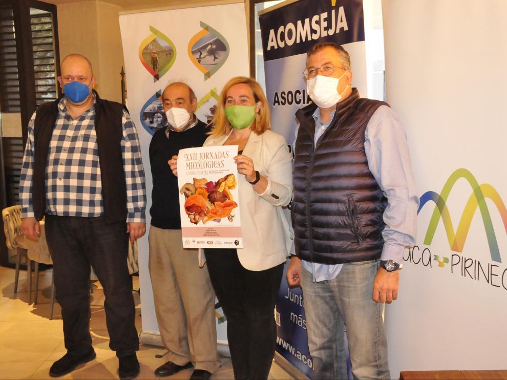 Javier Guiu, Joaquín Fernández, Olvido Moratinos y Pepe Pérez presentaron las jornadas micológicas.