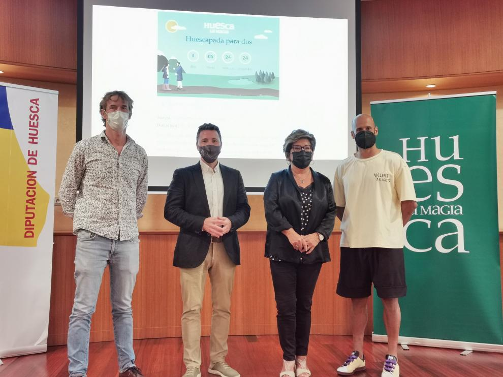 Valero Biarge, Fernando Blasco, Elisa Sancho y Mikel Rico, en la presentación del juego online.