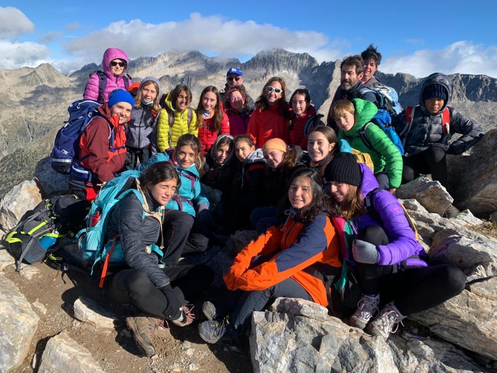 Parte del grupo en la cima del Vallibierna.