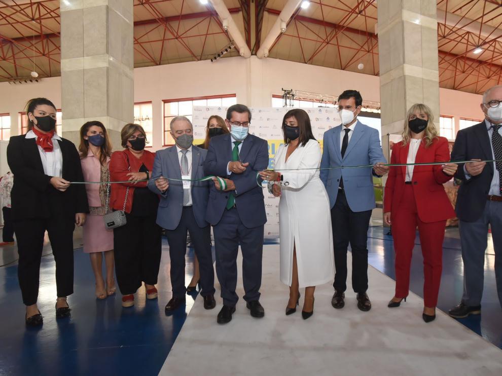 Miguel Gracia junto a otras autoridades en la inauguración de la feria.