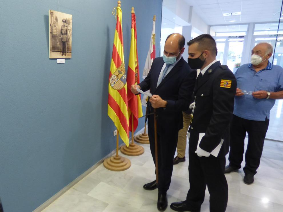 Autoridades durante la visita a la exposición.
