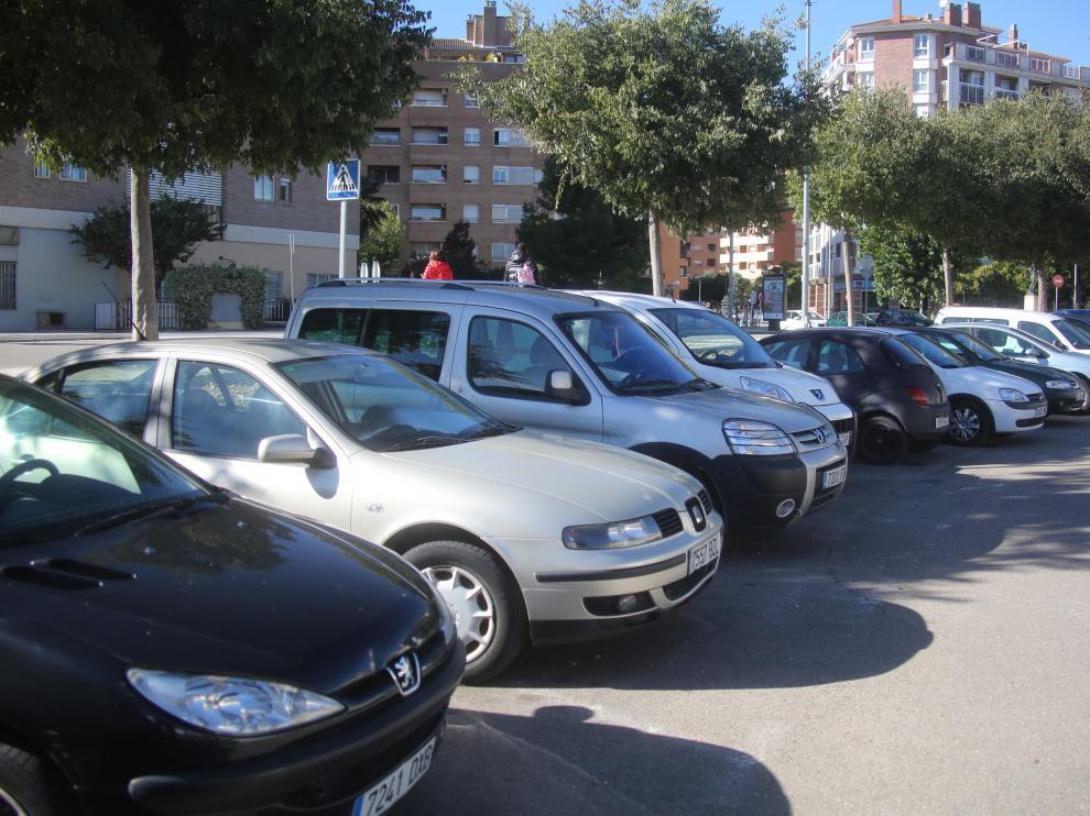 Foto de archivo de vehículos en Huesca ciudad.