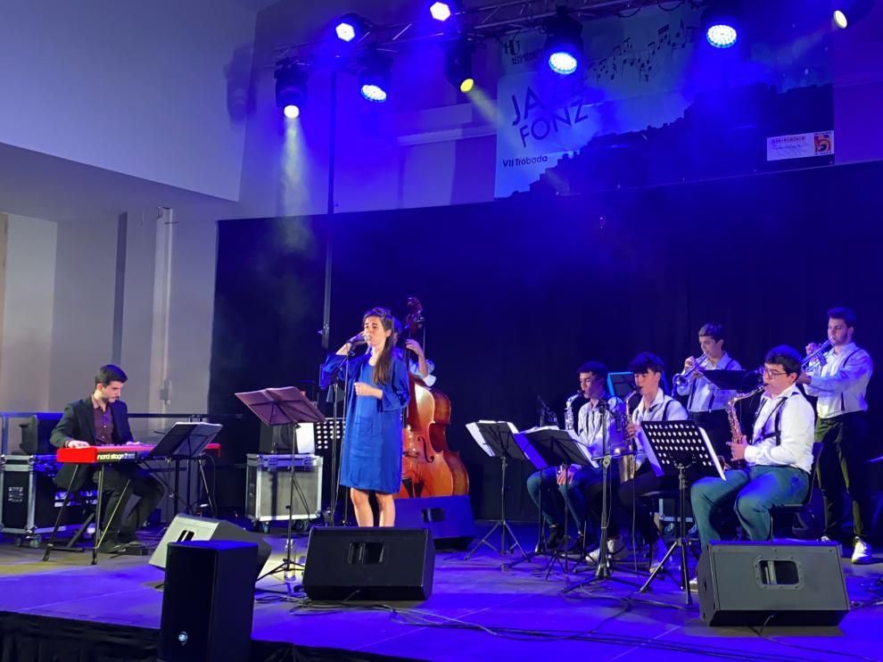 Marina Quiroga actuó acompañada por la banda New Kids In The Swing.