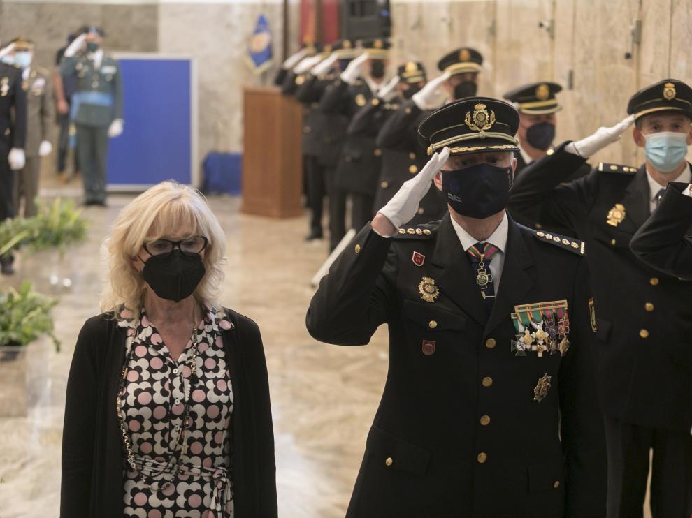 La subdelegada del Gobierno en Huesca, Silvia Salazar, y el comisario de la Policía Nacional, Álvaro Hernández,en el acto.