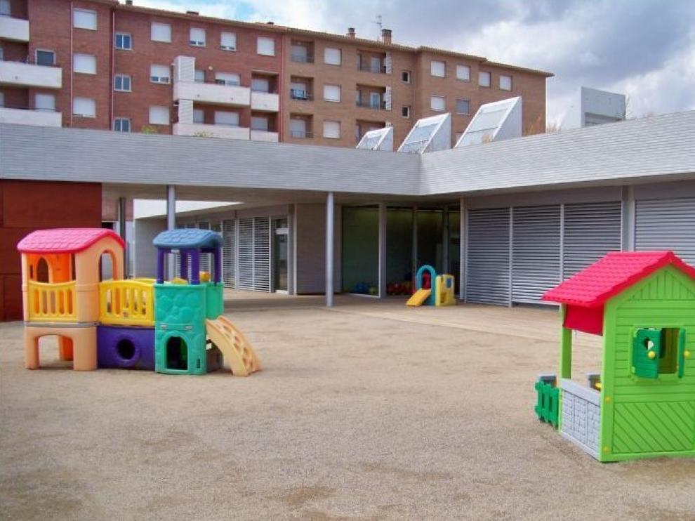 Zona de recreo de la escuela de educación infantil municipal 'Xiquets en la localidad de Fraga.