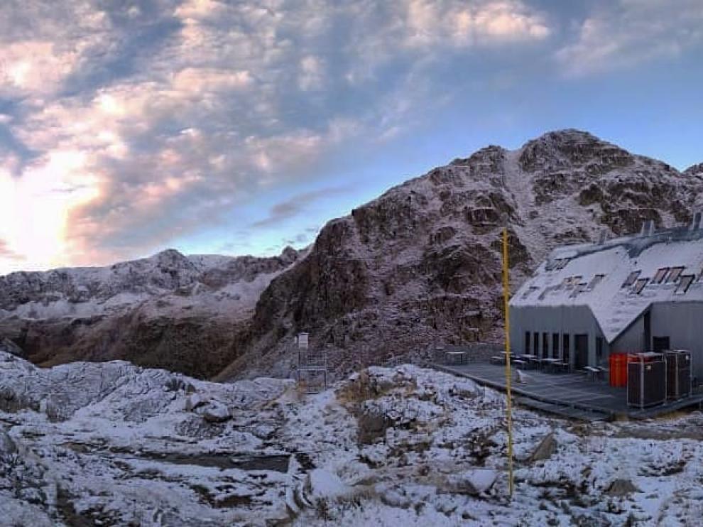 Aspecto que presentaba ayer el entorno del refugio de Cap de Llauset.