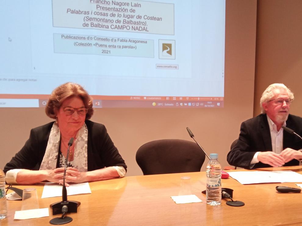 En la imagen de la presentación del libro, Balbina Campo y Francho Nagore.