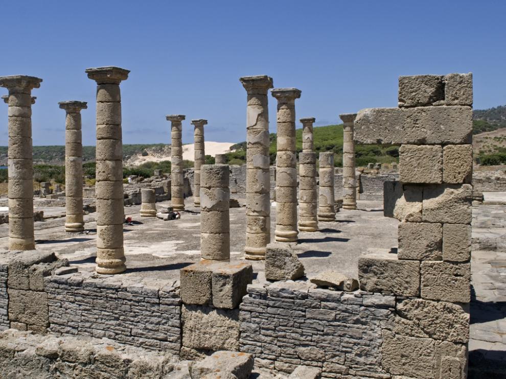 El conjunto arqueológico de Baelo Claudia, en Tarifa (Cádiz), será el escenario del rodaje de la serie 'The Crown'.