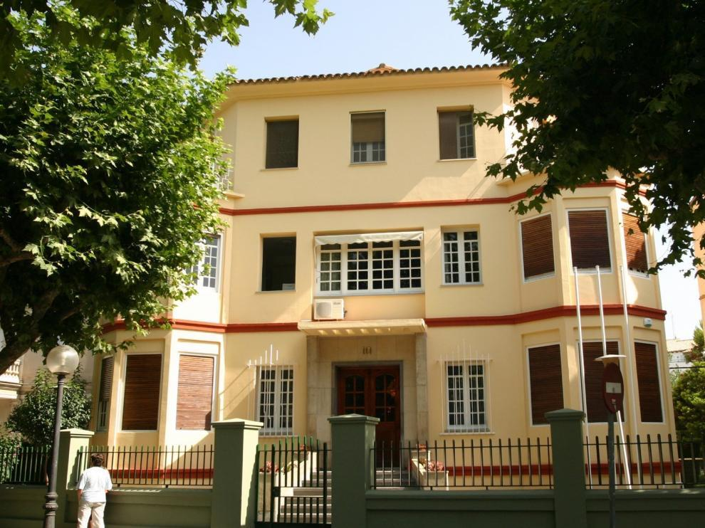 Fachada del Instituto de Estudios AltoAragoneses.