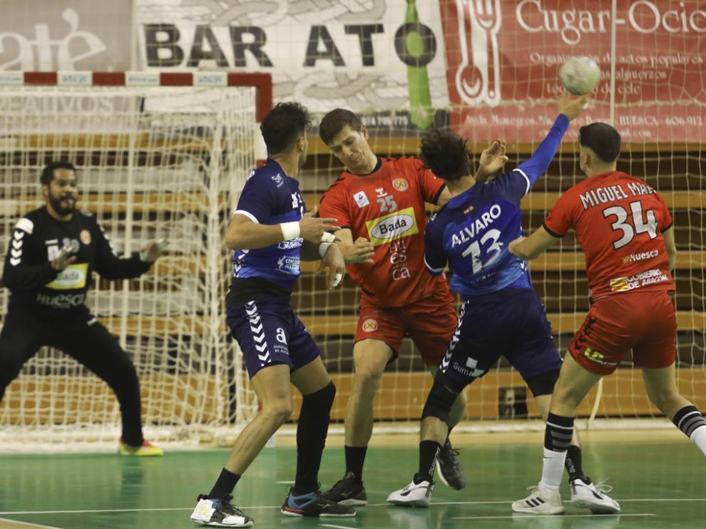 Bada Huesca cedió ante el Benidorm en el último tramo, después de ir ganando 19-16.