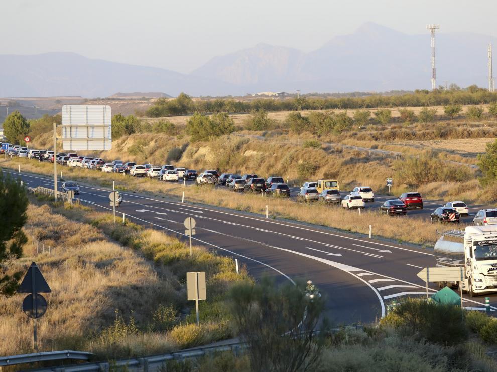 El tráfico de la A-23, en sentido Huesca, se vio afectado por una retención debido a una colisión.