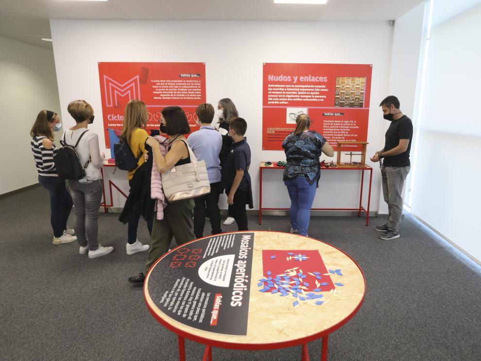 Imagen de los primeros visitantes al museo