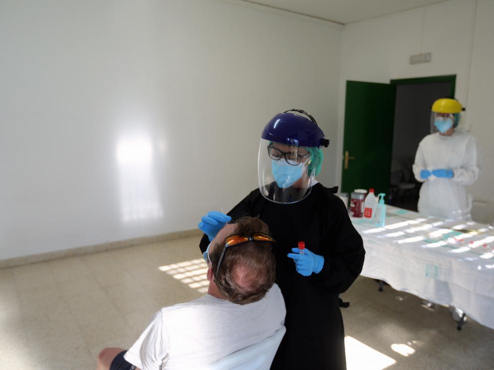 La detección de casos y la vacunación son fundamentales para combatir la covid.