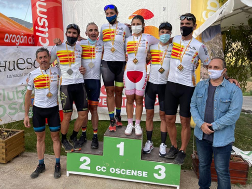 Foto de todos los nuevos campeones de Aragón en las diferentes categorías.