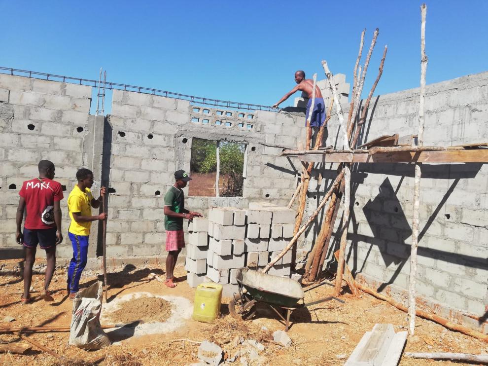Construcción de una escuela en Ankidafito, Madagascar.