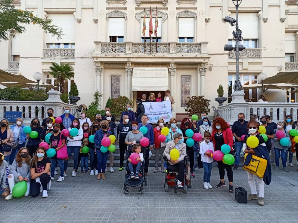Concentración en la Plaza Navarra de Huesca en el Día Mundial del Cáncer de Mama Metastásico.